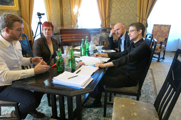 Swedish MPs meet Snowden in Moscow