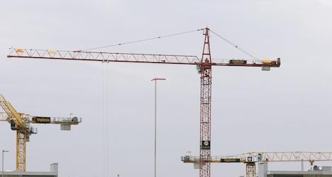 Crane-climbing stunt flags 'roofer' concerns