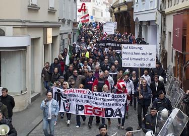 Pegida marchers in Graz clash with left-wingers