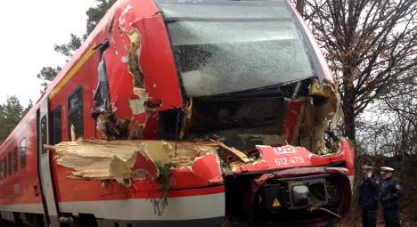 Storm Niklas kills at least three, stops trains