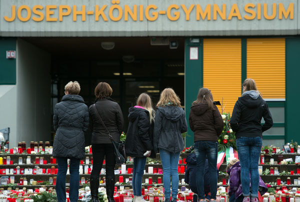 Germany to hold April service for crash victims