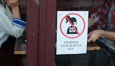 Paris bistros crack down on loud-mouthed tourists