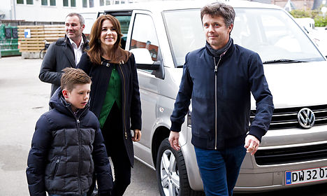 Agent charged for Prince Frederik's bridge trip