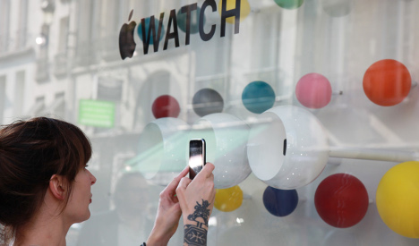French taxman trains sights on Apple