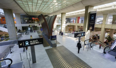 New bus service to link CDG airport to Paris