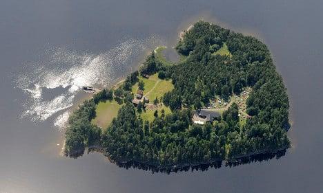 Swedish teens build on Breivik massacre spot