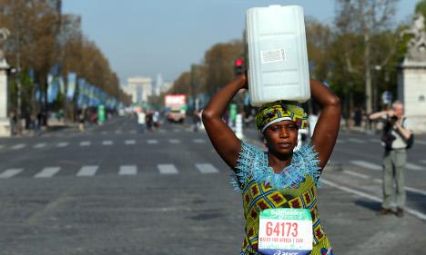 Paris Marathon: 40,000 runners cross the line