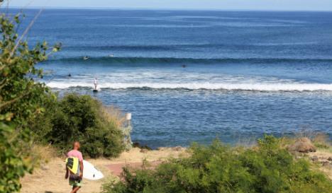 Surfers shun Réunion after shark attacks