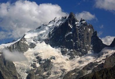Austrians return home after avalanche tragedy