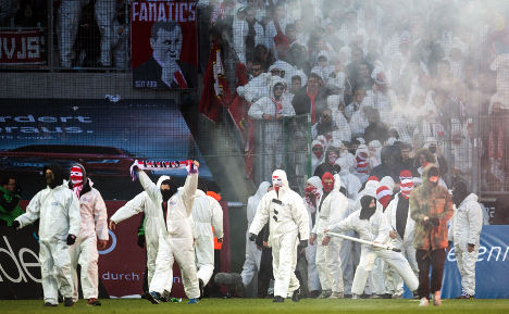 Banger-throwing fan hit with €30,000 fine
