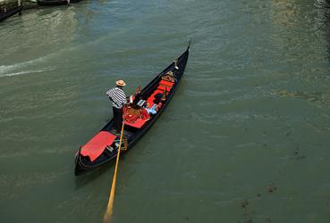 Austrian to deliver love letter by gondola
