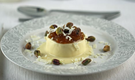How to make Panna cotta with cloudberry jam