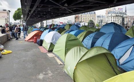 Paris migrant camp taken down over scabies fears