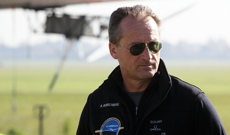 Weather delays Pacific leg of solar plane's flight