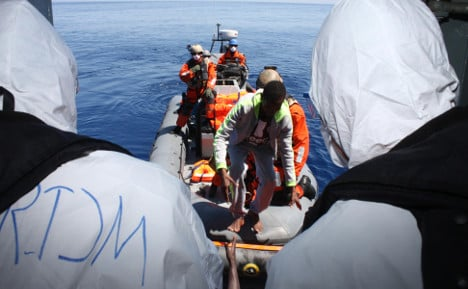 German frigate helps save 2,220 refugees