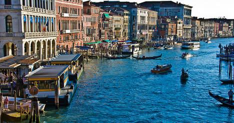 German drowns taking Venice wedding photo