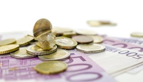 Uncertainty hampers economic rebound