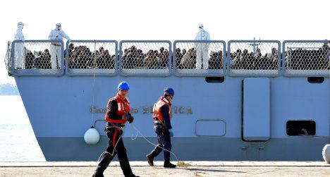 Italian navy chief shuns Australian migrant policy