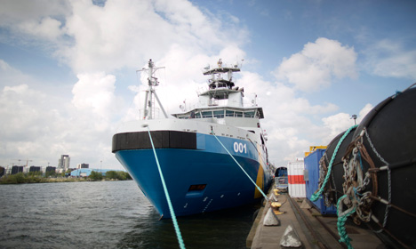 Swedish ship arrives to help with migrant crisis