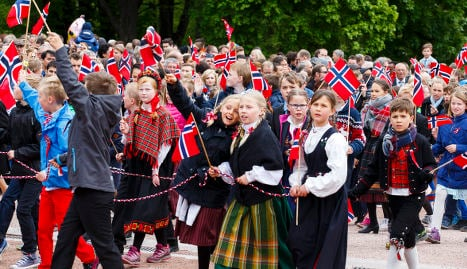 Norwegians brave rain and cold for May 17 gala