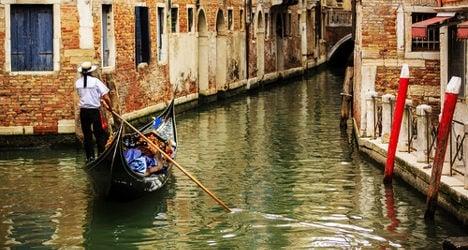 Love-letter pair plot epic Venice gondola ride