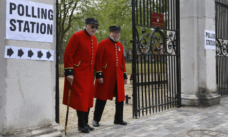 Swedes eye uncertain and tight UK election