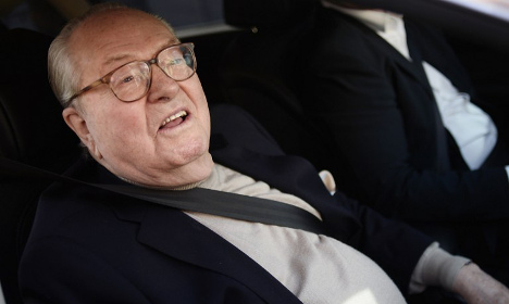 Suspended Le Pen to found own 'grouping'