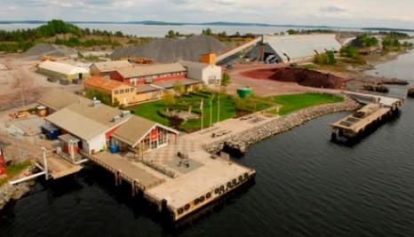 Sweden dumps toxic ash on Norway island