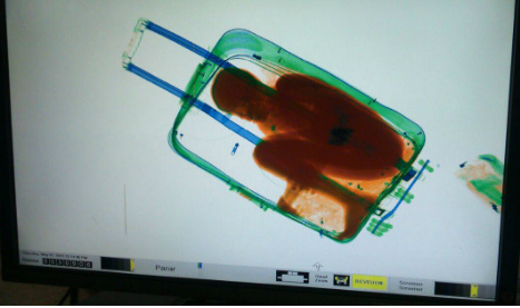 Suitcase boy can stay with parents in Spain