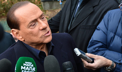 Berlusconi cools AC Milan takeover talk