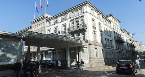 Police arrest Fifa officials in Zurich over 'bribes'