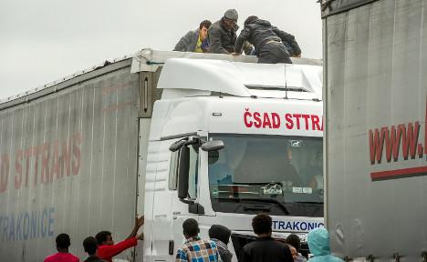 France 'jails 100 Brits' for migrant smuggling