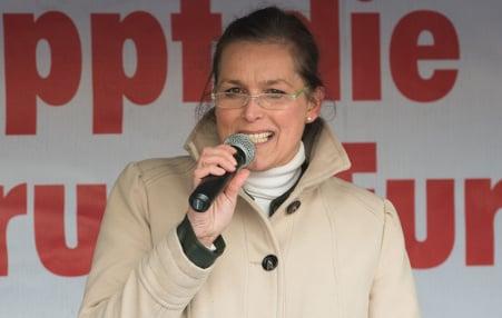 Pegida Dresden mayoral hope throws in towel