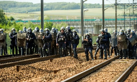 Eurostar resumes after Channel Tunnel chaos