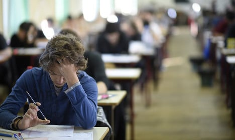French pupils rebel over 'impossible' English test