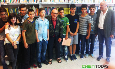 Italian grandfather, 91, completes middle school