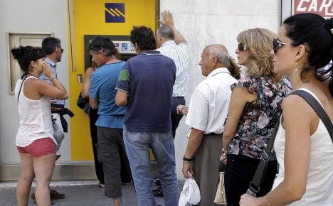 Europe's tourists urged to take cash to Greece