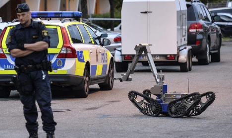 Fires and suspect bomb in new Malmö unrest