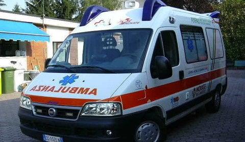 'Hero' ambulance driver has heart attack at wheel