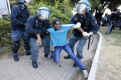 Italy and France play down migrant drama