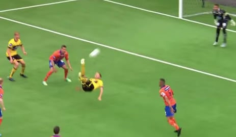 Norway player in awesome bicycle kick