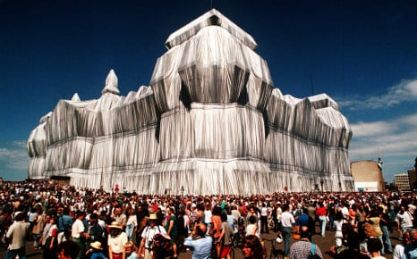 How the Reichstag was wrapped in plastic