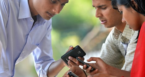 Mobile phones 'cheaper without subscriptions'
