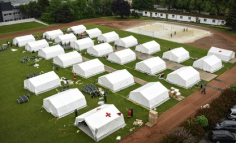 'No beds' for refugees as deadline looms