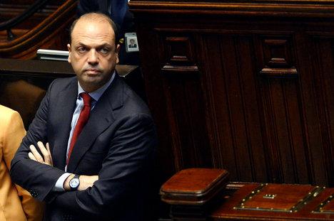 Italy warns EU solidarity at risk over migrant crisis