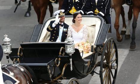 Swedish prince weds former glamour model