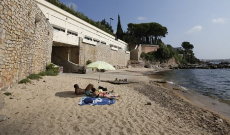 French officials defend handing beach to Saudis