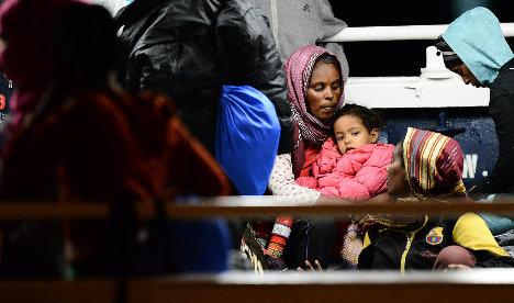 Migrant girl dies after insulin thrown in sea