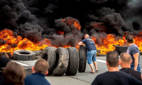 Striking French seamen block Calais port