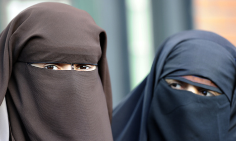 Tourists in Alps warned of French burqa ban